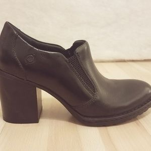 Born Rowan black leather block heel bootie